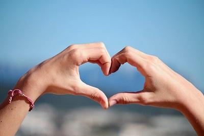 LoveScout24: Studie zeigt, wie lange Verliebtheit andauert und wie oft Paare Sex haben wollen